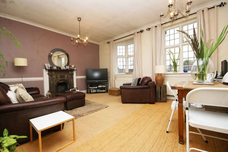 1 Bedroom Flat for sale in Pinner Green, Pinner
