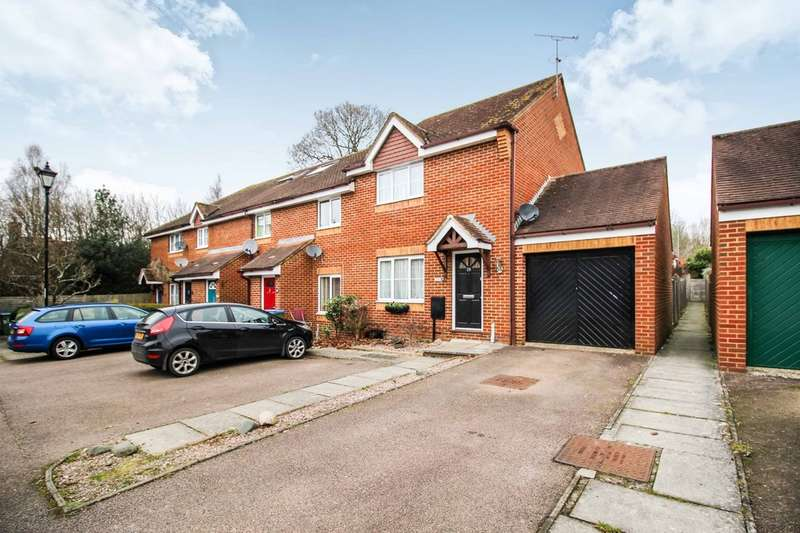 3 Bedrooms Semi Detached House for sale in Ropeland Way, Horsham