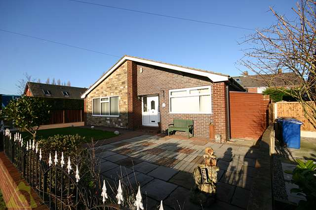 3 Bedrooms Detached Bungalow for sale in Lime Grove, Lowton, WA3