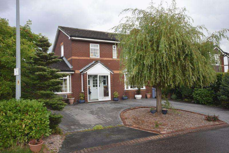 4 Bedrooms Detached House for sale in Littlestone Close, Widnes