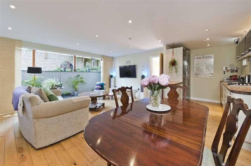3 Bedrooms Detached House for sale in Findon Road, Shepherd's Bush