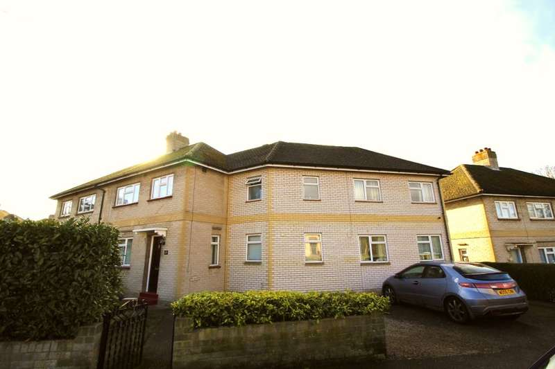 9 Bedrooms Detached House for rent in Larchwood Drive, Englefield Green, Egham, TW20