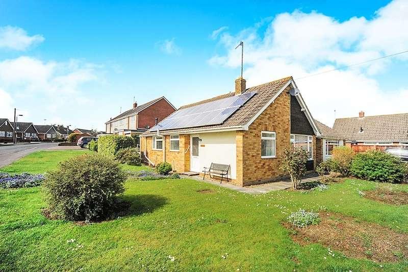 2 Bedrooms Detached Bungalow for rent in Fairway, Calne, SN11