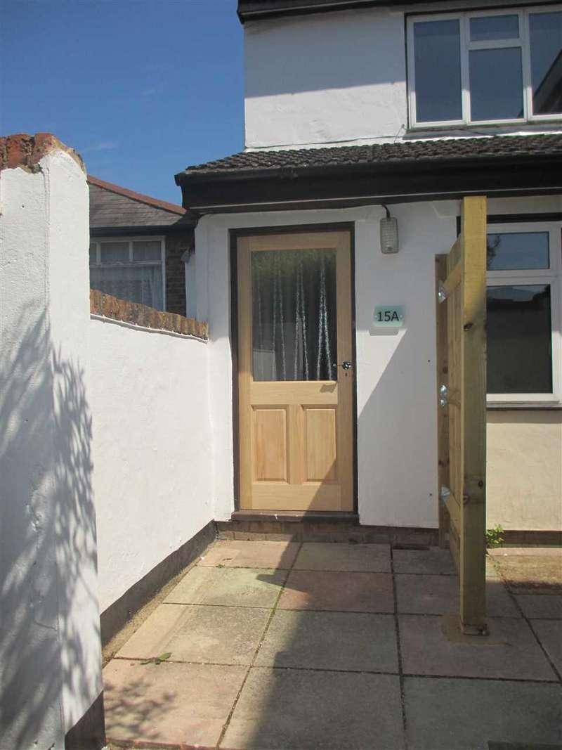 1 Bedroom Maisonette Flat for sale in Sparrows Herne, Bushey, WD23