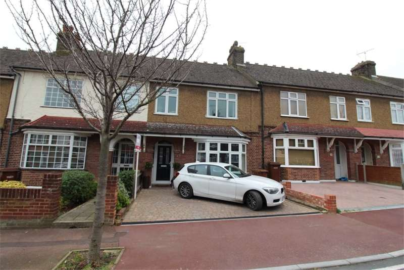 3 Bedrooms House for sale in Montrose Avenue, Chatham