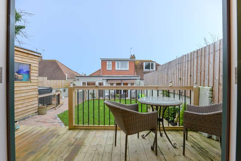3 Bedrooms Chalet House for sale in Busticle Lane, Sompting, West Sussex, BN15 0DH