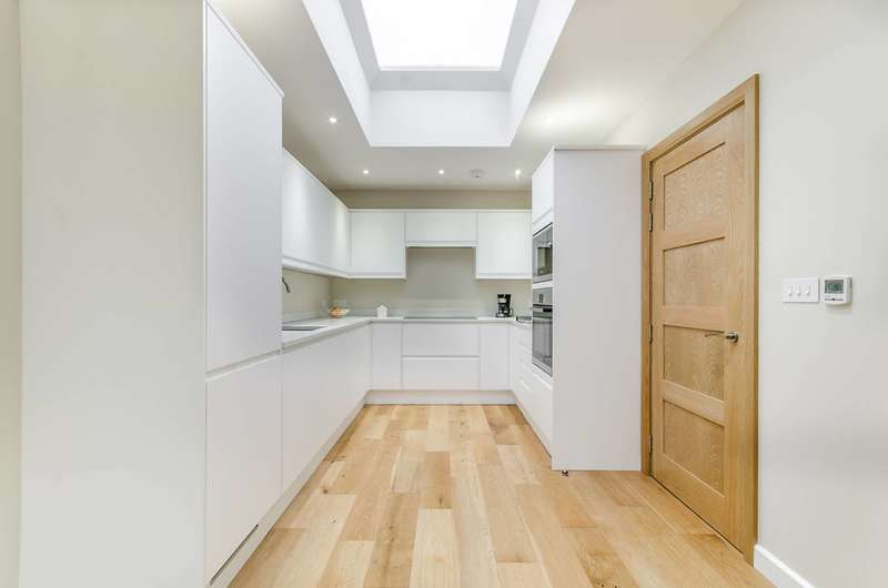 3 Bedrooms House for sale in St Andrews Road, East Acton, W3