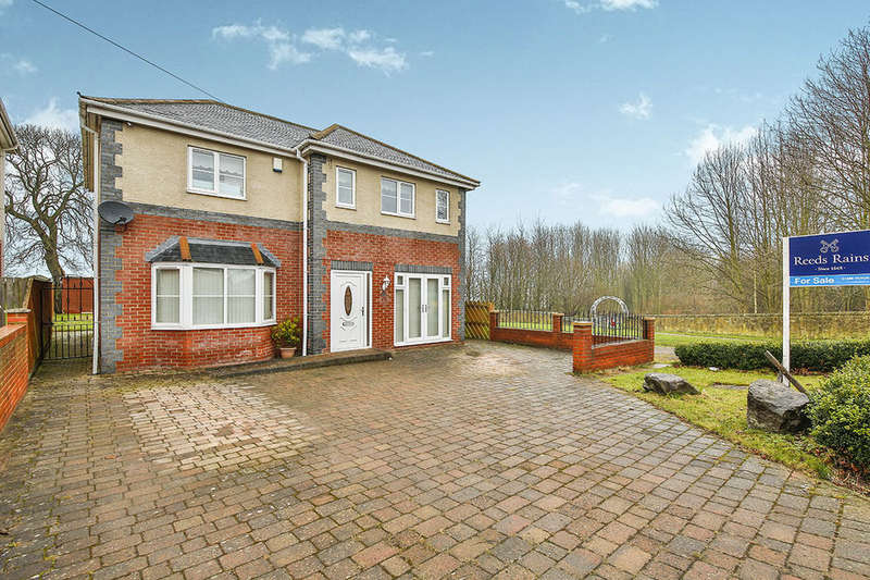 4 Bedrooms Detached House for sale in Highland Gardens, Shildon, DL4