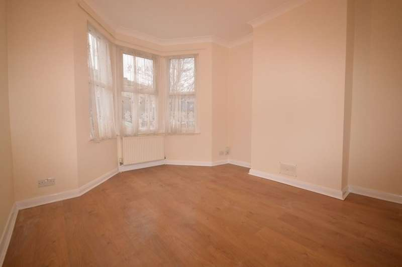 3 Bedrooms Property for rent in Sandcliff Road, Erith, DA8