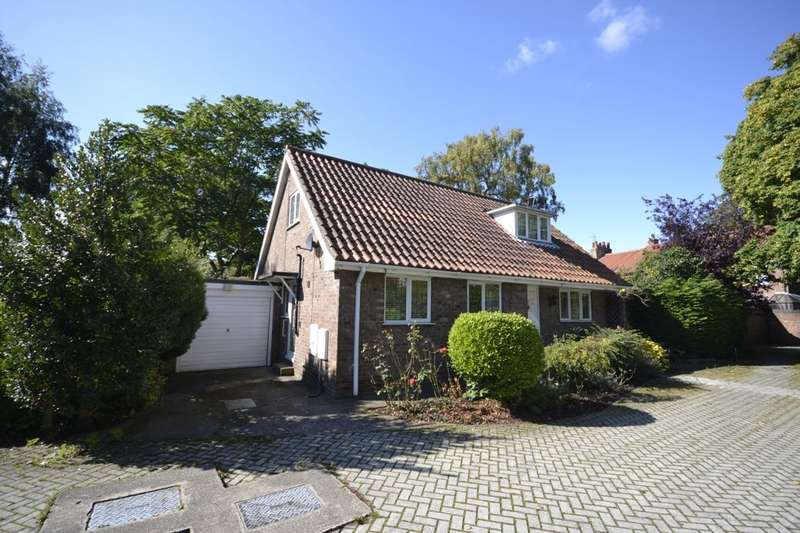 4 Bedrooms Detached Bungalow for sale in Mulwith Close, York, YO31