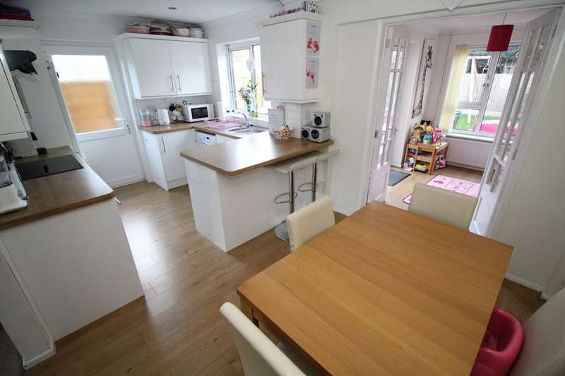 3 Bedrooms Semi Detached House for sale in Lincroft, Oakley, Bedford, MK43