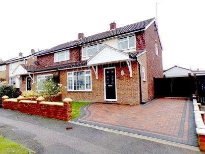 3 Bedrooms Semi Detached House for sale in Pipit Rise, Brickhill, Bedford, Bedfordshire