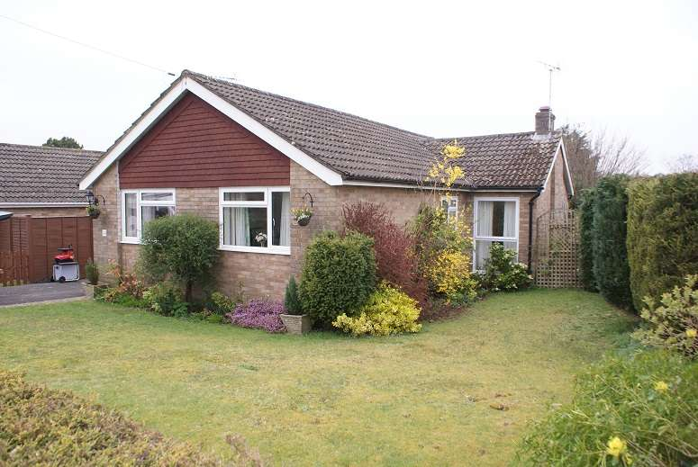 3 Bedrooms Property for rent in Greenfields, Liss