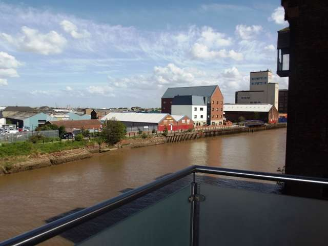 2 Bedrooms Apartment Flat for rent in Old Harbour Court, Wincolmlee, Hull, HU2 8HZ