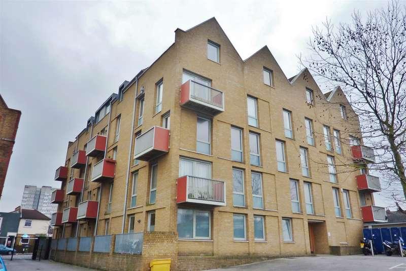 1 Bedroom Flat for sale in School House Yard, Bloomfield Close, Woolwich, SE18 7JD