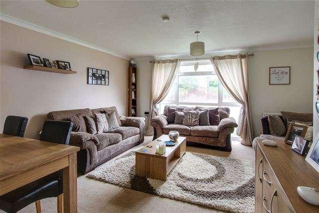 2 Bedrooms Flat for sale in Broadfield, Crawley