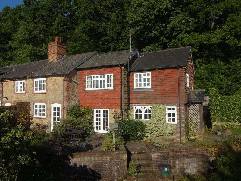 3 Bedrooms Property for sale in Hammer Lane Grayshott, Hindhead