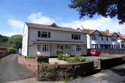 2 Bedrooms Flat for rent in Marine Drive, Paignton
