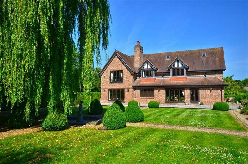 4 Bedrooms Detached House for sale in Loudwater Lane, Rickmansworth, Hertfordshire, WD3