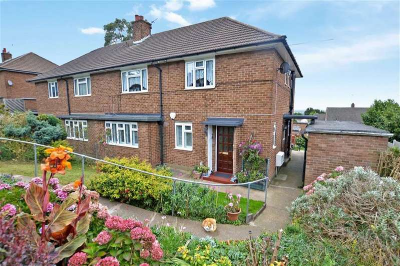 2 Bedrooms Maisonette Flat for sale in Centre Drive, Epping