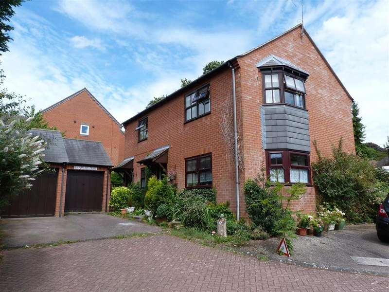 2 Bedrooms Apartment Flat for sale in Poplars Court, Market Harborough