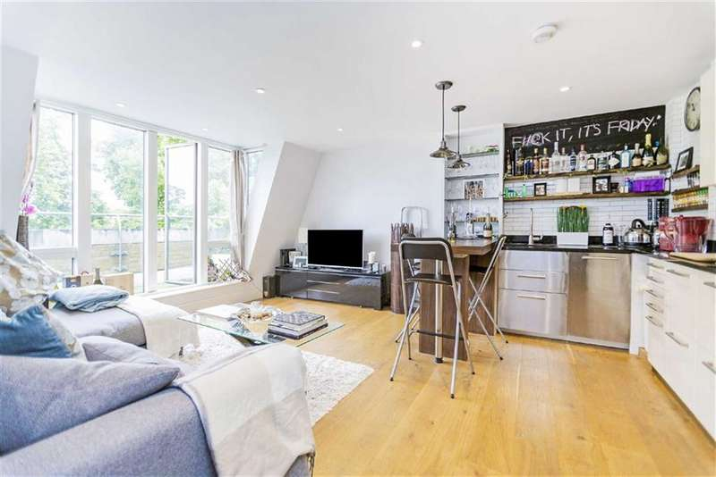 2 Bedrooms Flat for sale in Clapham Common Southside, Clapham South, London, SW4