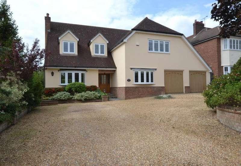 4 Bedrooms Detached House for sale in Noak Hill Close, Billericay, Essex, CM12