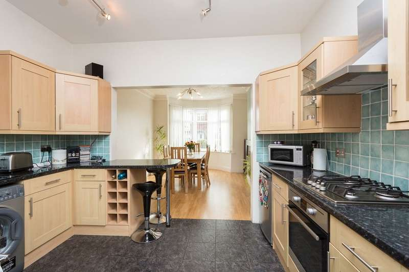 4 Bedrooms Semi Detached House for sale in Rawcliffe Drive, Rawcliffe , York, YO30