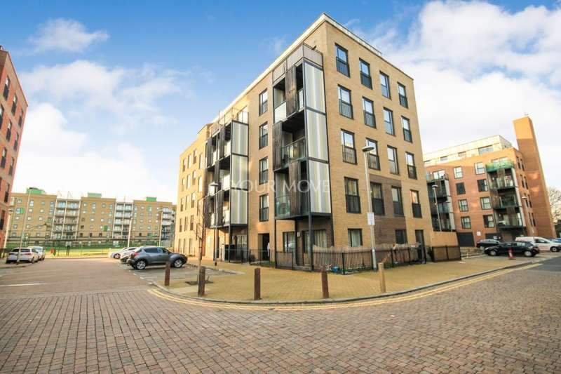 2 Bedrooms Flat for sale in Wave Court Maxwell Road, Romford, RM7