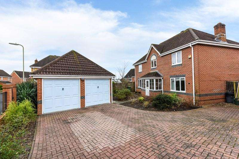 4 Bedrooms Detached House for sale in Emden Road, Andover