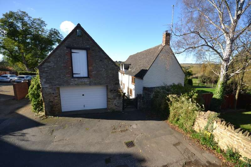 3 Bedrooms Detached House for sale in Green End, Kingsthorpe Village, Northampton, NN2