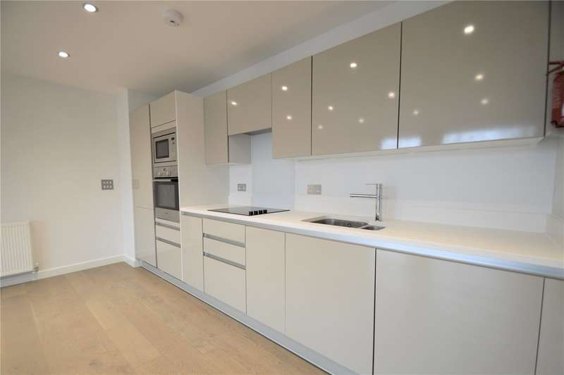 2 Bedrooms Apartment Flat for rent in Trinity Square, Coulsdon, Surrey