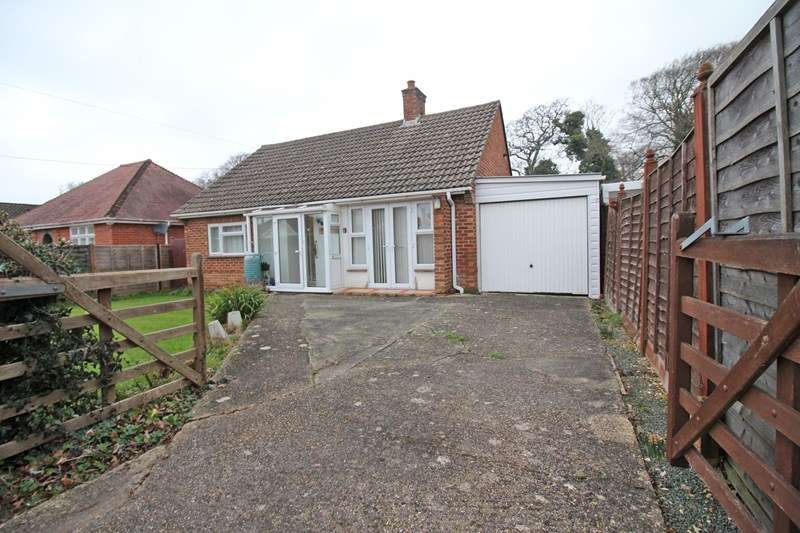 2 Bedrooms Detached Bungalow for sale in Greenmead Avenue, Everton, Lymington