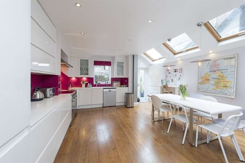 5 Bedrooms Terraced House for sale in Tregarvon Road, Battersea, London