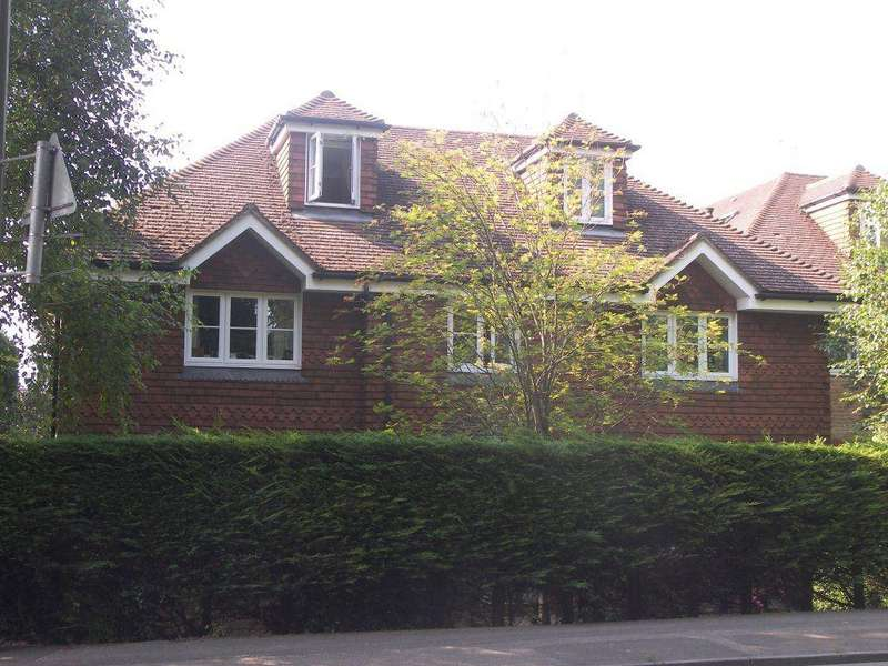 2 Bedrooms Apartment Flat for rent in Bookham