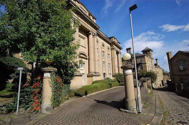 3 Bedrooms Flat for sale in Highfield Court, Highfields, Huddersfield, HD1