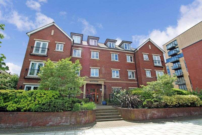 2 Bedrooms Property for sale in Golden Court, Isleworth, TW7 4EQ