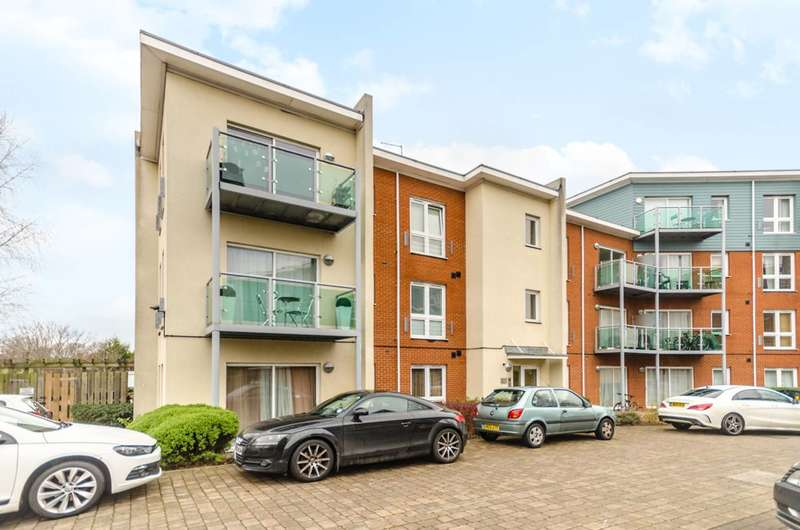 1 Bedroom Flat for sale in Medhurst Drive, Bromley, BR1