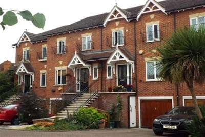 4 Bedrooms Town House for rent in Thames Ditton
