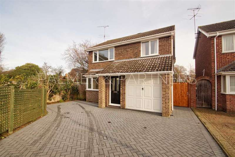 4 Bedrooms Detached House for sale in Byron Avenue, Colchester