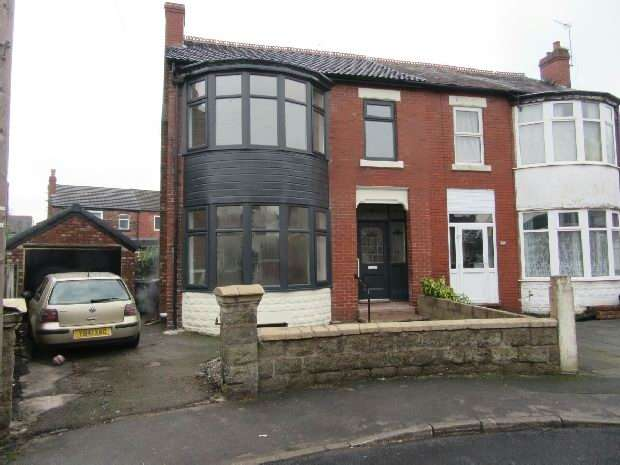 3 Bedrooms Semi Detached House for sale in Rostherne Avenue, Old Trafford, Manchester