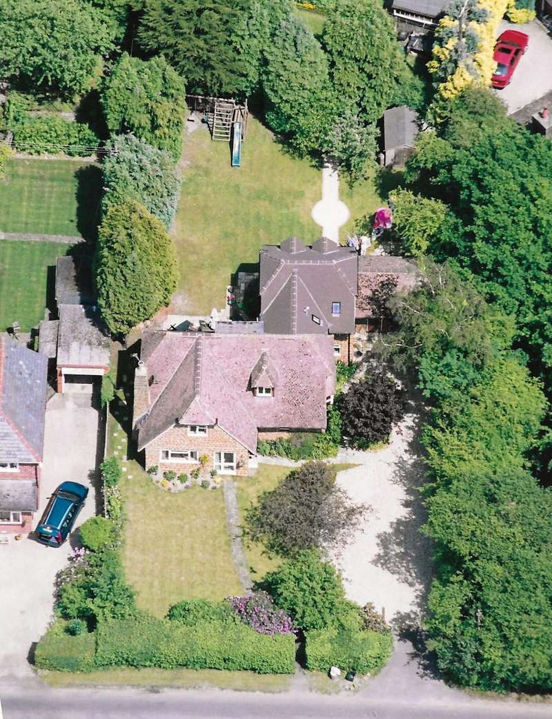 4 Bedrooms Detached House for sale in Stonecroft Kennylands Road, Sonning Common, Oxon, RG4