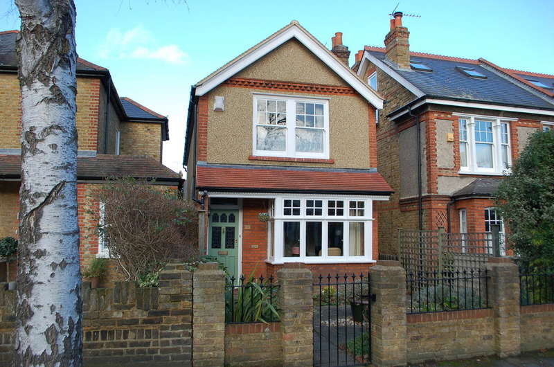 3 Bedrooms Detached House for sale in Teddington
