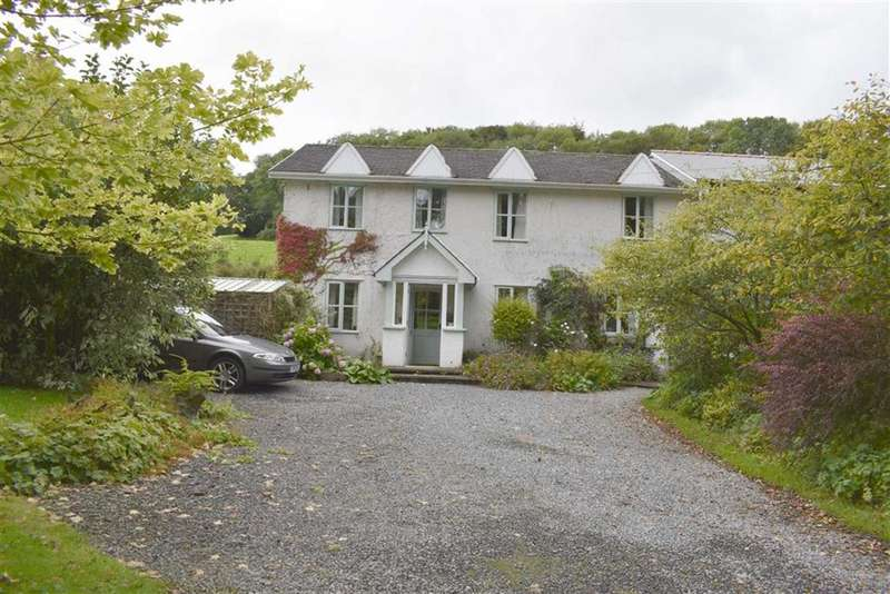 3 Bedrooms Semi Detached House for sale in Falcondale Drive, Lampeter