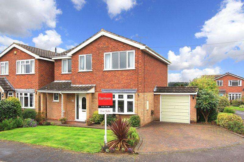 4 Bedrooms Detached House for sale in PATTINGHAM, Windsor Road