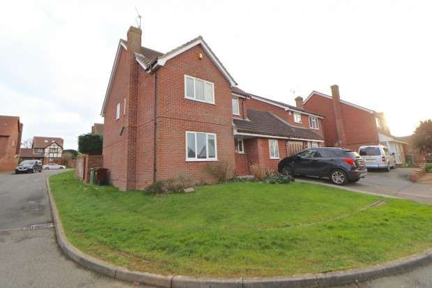5 Bedrooms Detached House for sale in Cleveland Close, Eastbourne, BN23