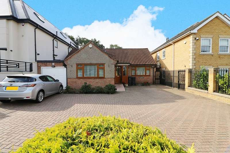 3 Bedrooms Detached Bungalow for sale in Tomswood Road, Chigwell, IG7
