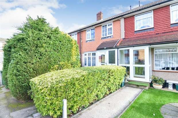 3 Bedrooms Terraced House for sale in Rainer Close, Cheshunt, WALTHAM CROSS, Hertfordshire