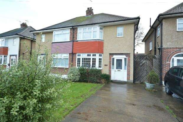 3 Bedrooms Semi Detached House for sale in Bridge Road, Chessington