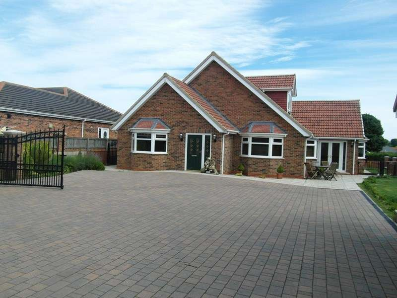 5 Bedrooms Bungalow for sale in North Road East, Wingate, Wingate, Durham, TS28 5AT